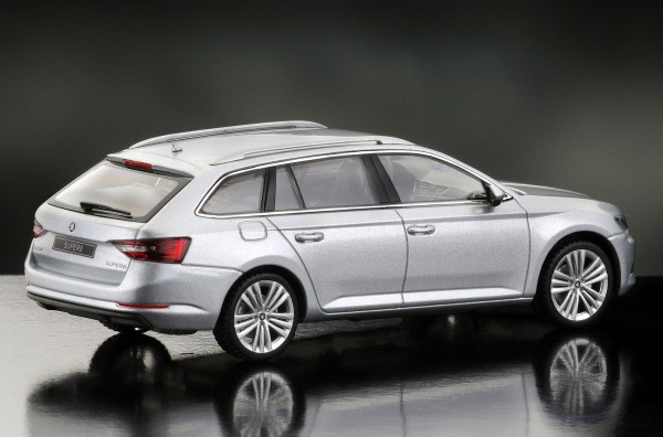 iScale SKODA Superb Kombi 2015, brilliant silver