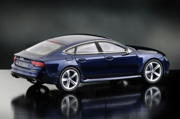 iScale AUDI RS7, estorilblau
