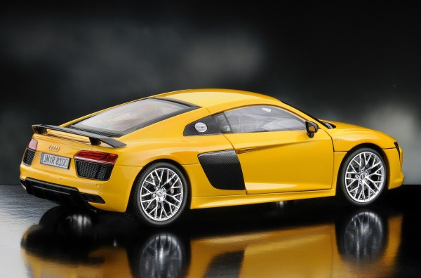 iScale AUDI R8 Coupe V10 Plus - 2015, gelb
