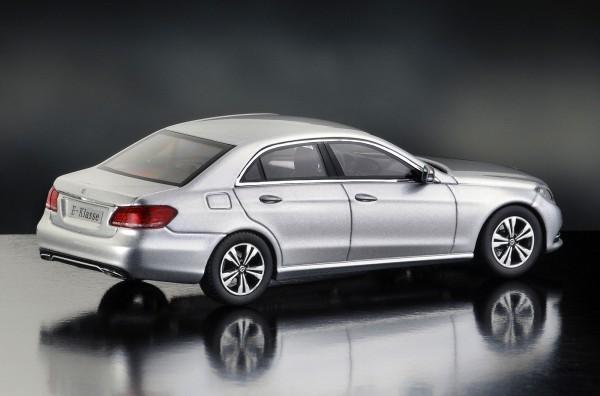 iScale MERCEDES E-Klasse Limousine Avantgarde, iridiumsilber