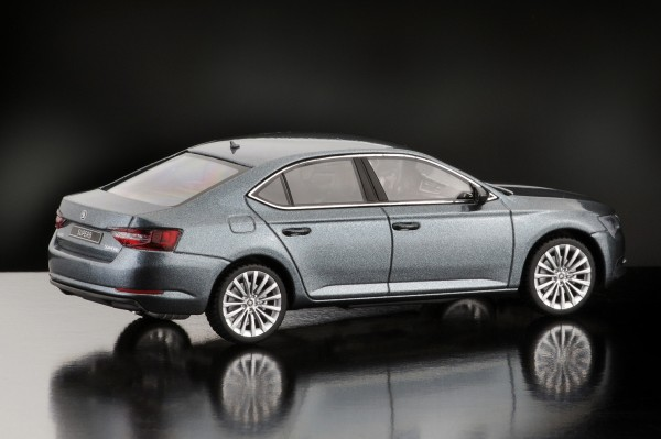 iScale SKODA Superb Limousine 2015, business grau