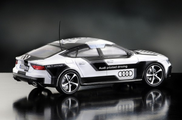 iScale AUDI RS7 piloted driving, schwarz-weiß