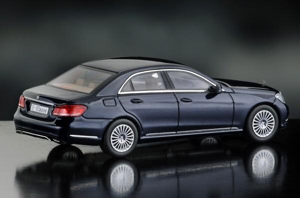 iScale MERCEDES E-Klasse Limousine Elegance, canvasitblau