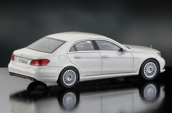 iScale MERCEDES E-Klasse Limousine Elegance, diamantweiß