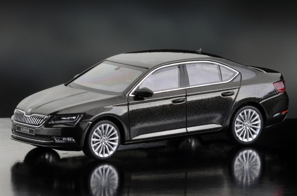 iScale SKODA Superb Limousine 2015, magnetic braun