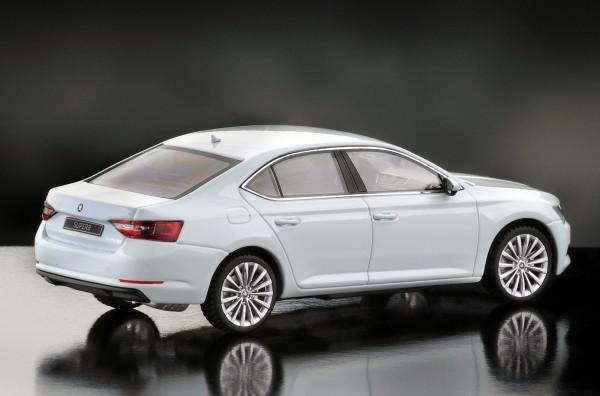 iScale SKODA Superb Limousine 2015, laserweiß